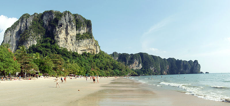 799px-Ao_Nang_beach_panorama_1