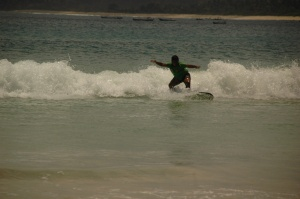 Surfing di Selong Belanak