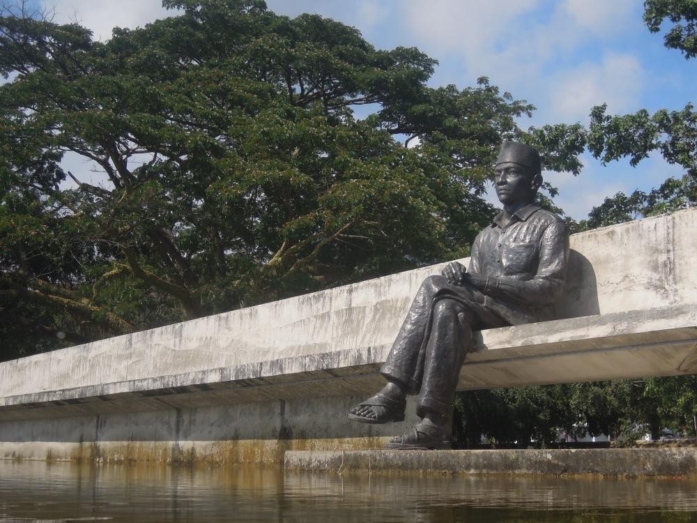 Taman Merenung Bung Karno. Disini konon tempat bung Karno memikirkan ideologi negara ini, Pancasila