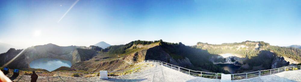 Danau Tiga Warna, Gunung Kelimutu - view dari monumen